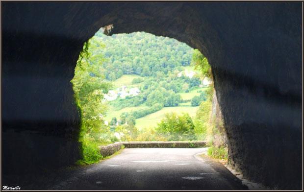 Tunel au creux de la montagne sur la route direction Eaux-Chaudes et Gabas, Vallée d'Ossau (64)