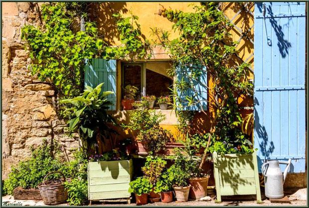 Façade au gré d'une ruelle - Goult, Lubéron - Vaucluse (84)