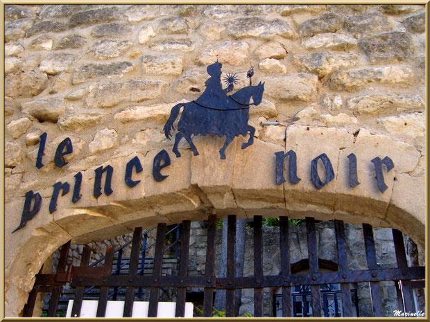 """Haut de la grille d'entrée de la maison d'hôte """"Le Prince Noir"""", Baux-de-Provence, Alpilles (13)"""
