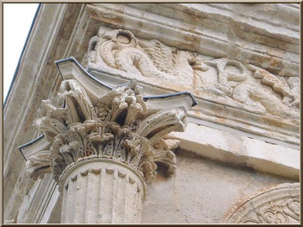 Détail d'une des colonnes au-dessus du socle au Mausolée des Jules aux Antiques à Saint Rémy de Provence, Alpilles (13)