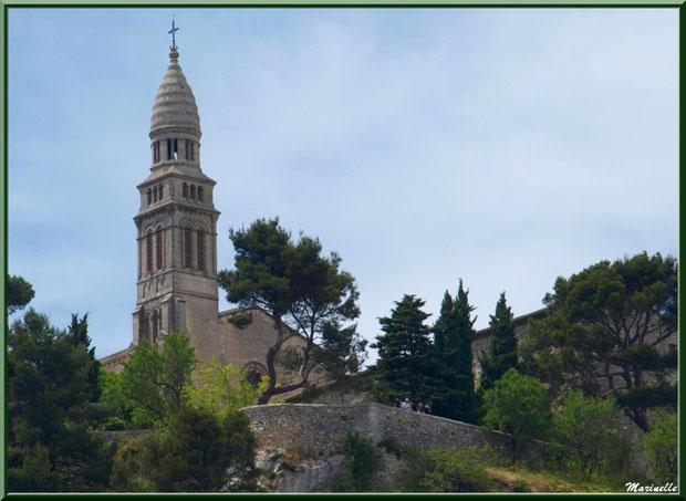 Chapelle Notre Dame de Beauregard, village d'Orgon, entre Alpilles et Lubéron (13)