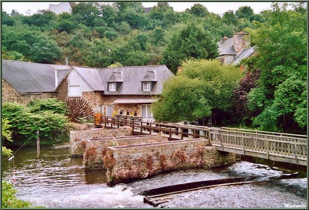 Le Moulin de Richel et sa passerelle en bois sur Le Trieux à Pontrieux, Côte d'Armor (22)