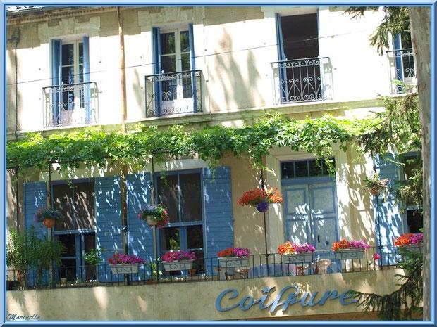 Balcon fleuri,  village de Cucuron, Lubéron (84)