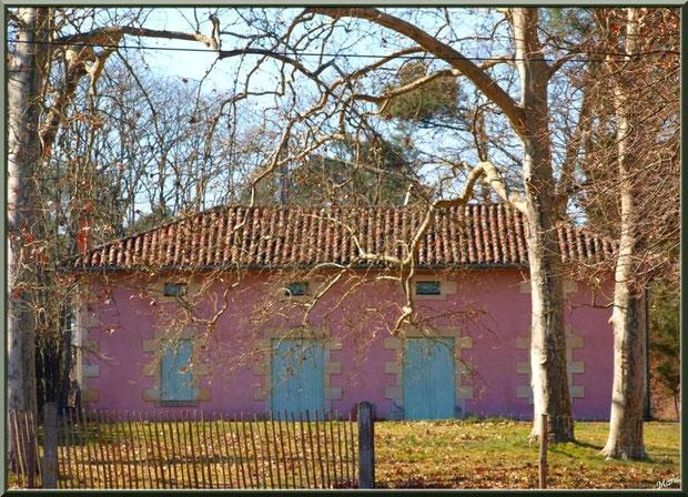 Maison dans l'airial de la chapelle Saint-Roch à Saugnacq-et-Muret (40)
