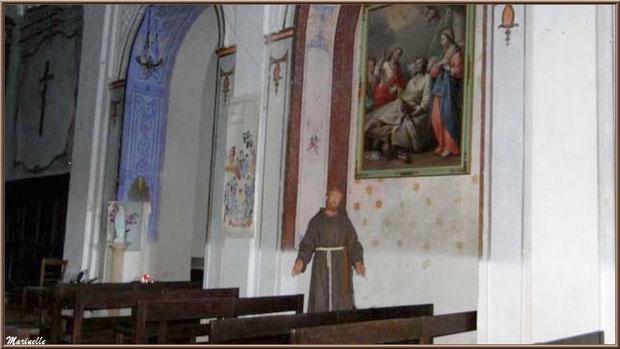 Intérieur de l'église romane Saint Romain, village du Lioux, Lubéron (84)