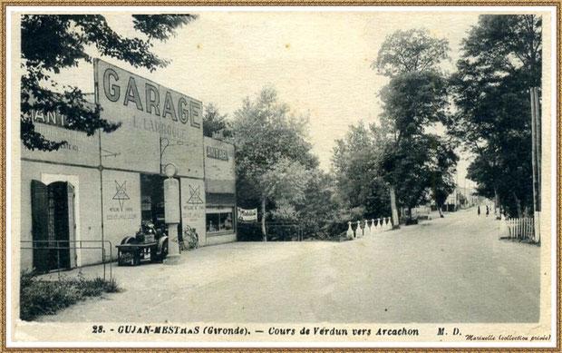 Gujan-Mestras autrefois : début du Cours de Verdun (sens vers Arcachon), juste avant le petit pont, à gauche, le garage automobile de Mr L. Larroque, Bassin d'Arcachon (carte postale, collection privée)