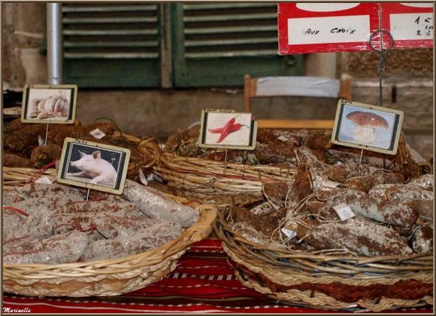 Etals saucissons divers, Fête au Fromage, Hera deu Hromatge, à Laruns en Vallée d'Ossau (64)