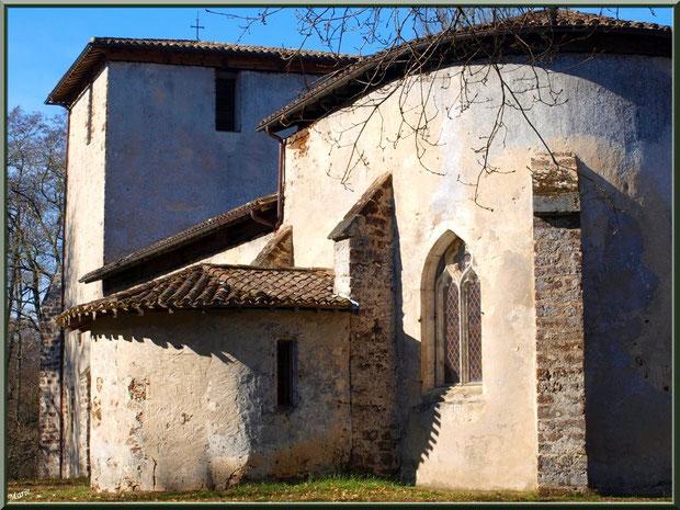 Eglise St Michel du Vieux Lugo à Lugos (Gironde) : façade Sud-Est, choeur en premier plan, clocher en fond