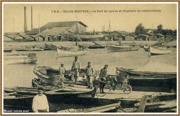 Gujan-Mestras autrefois : Ostréiculteurs dans la darse principale du Port de Larros et chantiers de constructions navales en fond, Bassin d'Arcachon (carte postale, collection privée)
