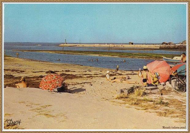 Gujan-Mestras autrefois : Plage au Port de Gujan (ex Port de La Passerelle) avec la Jetée du Christ en face, Bassin d'Arcachon (carte postale, collection privée)