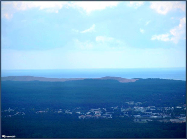 La Dune du Pyla et l'Océan Atlantique en toile de fond, Bassin d'Arcachon vu du ciel (33)
