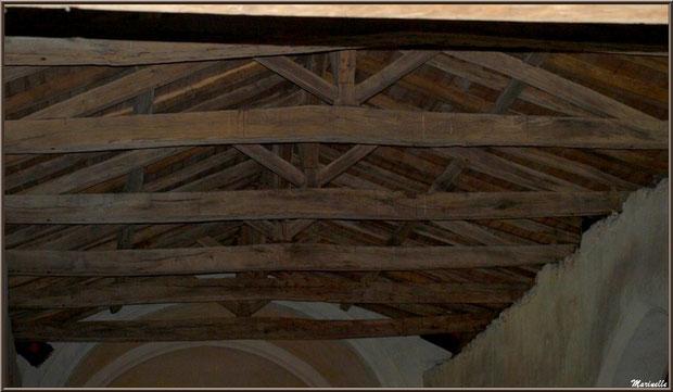 Arceau en ogive, charpente, poutres apparentes à l'église Saint Pierre de Mons à Belin-Beliet (Gironde)