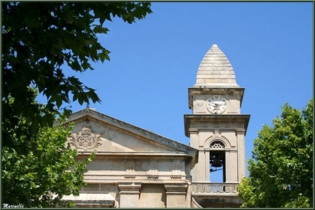 Clocher de l'église Saint Pierre Es Liens à Fontvielle dans les Alpilles (Bouches du Rhône)