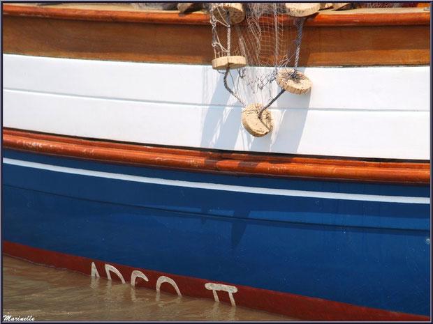 """Filet pendant à la coque du canot sardinier """"Argo II"""" - Fête du Retour de la Pêche à la Sardine 2014 à Gujan-Mestras, Bassin d'Arcachon (33)"""