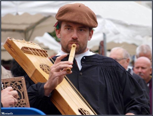 Musicien Ossalois à la Fête au Fromage, Hera deu Hromatge, à Laruns en Vallée d'Ossau (64)