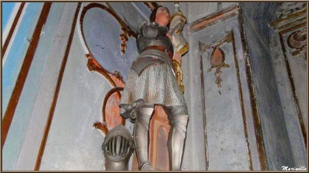 Statue de Jeanne d'Arc à l'intérieur de l'église romane Saint Romain, village du Lioux, Lubéron (84)
