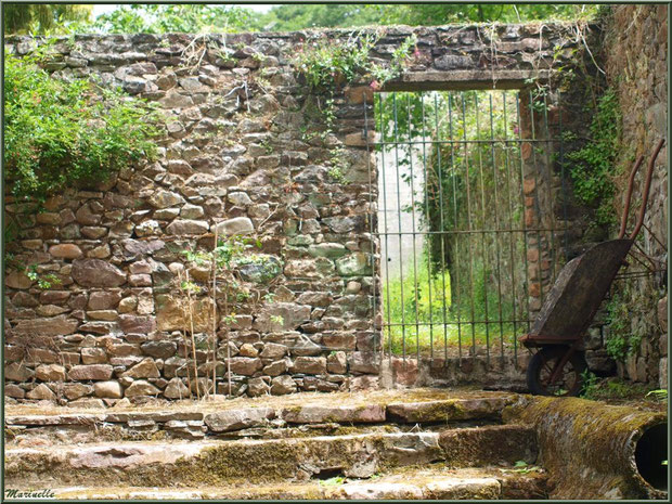 Propriété avec son lavoir (à droite) donnant sur Le Trieux, Pontrieux, Côte d'Armor (22)