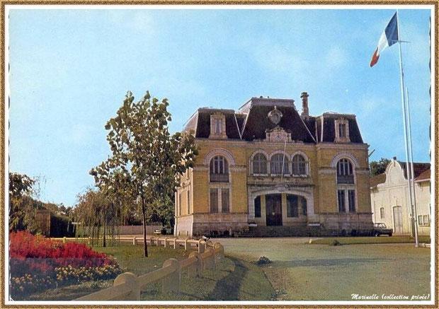 Gujan-Mestras autrefois : la Mairie et la Salle des Fêtes, Bassin d'Arcachon (carte postale, collection privée)