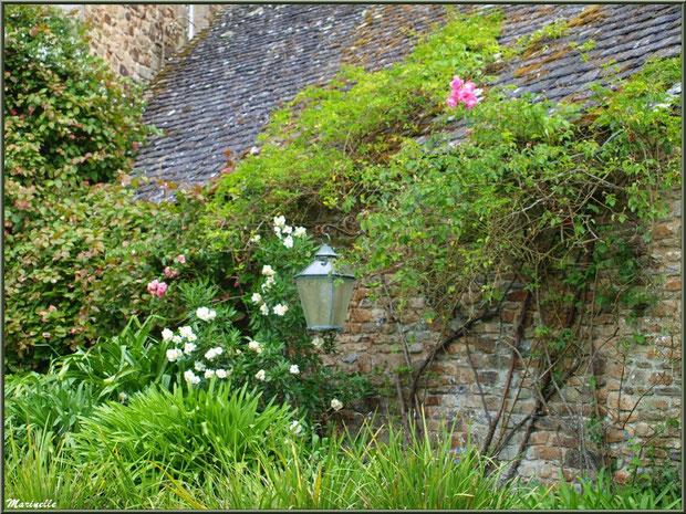 Le Manoir (un bâtiment annexe) - Les Jardins du Kerdalo à Trédarzec, Côtes d'Armor (22)