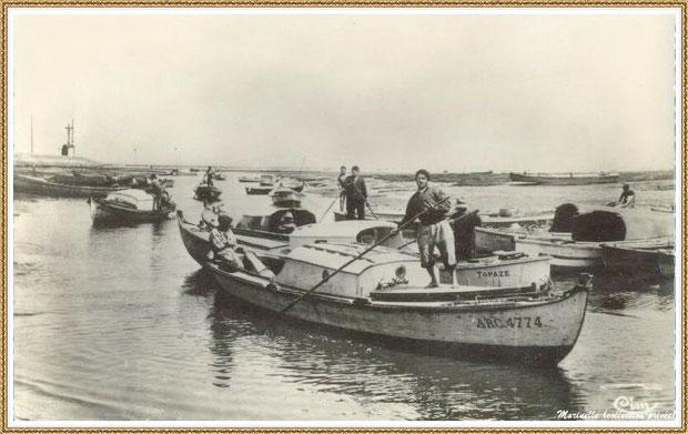 Gujan-Mestras autrefois : en 1959, retour des parcs de pinasses et entrée au Port de Larros, Bassin d'Arcachon (carte postale, collection privée)
