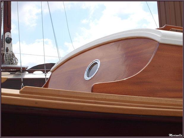 """Rouf et passavant de la pinasse """"Ayla"""" prête pour la mise à l'eau, Chantier Naval Debord et Charmet, Port de Meyran à Gujan-Mestras, Bassin d'Arcachon (33)"""