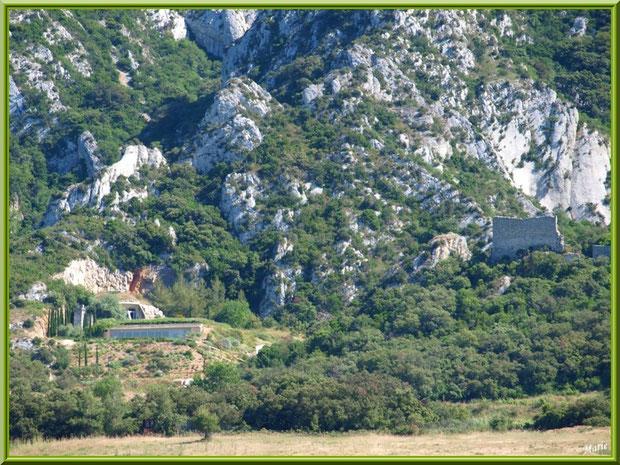 La cave souterraine du vignoble du Château Romanin à Saint Rémy de Provence, Alpilles (13), à gauche des ruines du château