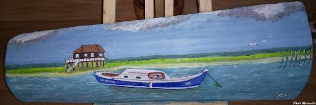 """JLA Artiste Peintre - """"Pinasse La Marine devant une cabane tchanquée de l'Ile aux Oiseaux"""" 047 - Peinture sur tuile ostréicole (Bassin d'Arcachon)"""
