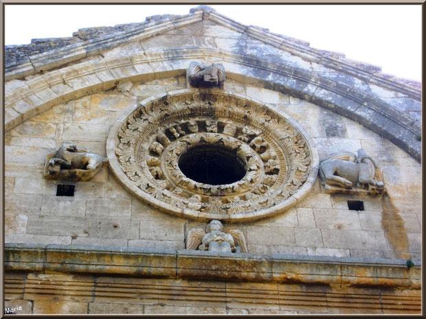 La chapelle Saint Gabriel à Saint Etienne du Grès dans les Alpilles (Bouches du Rhône) : l'ange Gabriel et l'aigle pour Jean, le lion pour Marc et le taureau pour Luc