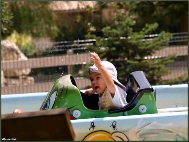 Glisser sur l'eau en voiture avec l'aqubully, Parc de la Coccinelle, mini-ferme à Gujan-Mestras, Bassin d'Arcachon (33)