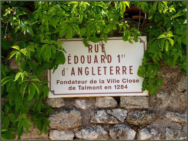 Panneau de rue au détour d'une ruelle à Talmont-sur-Gironde, Charente-Maritime