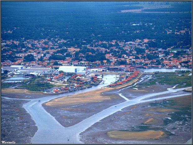 Gujan Mestras à marée montante avec son port de Larros avec sa Jetée du Christ, Bassin d'Arcachon (33) vu du ciel