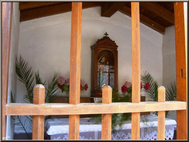 Chapelle votive au détour d'une ruelle à Zugarramurdi, Pays Basque espagnol