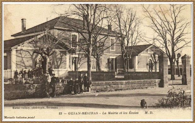 Gujan-Mestras autrefois : En 1920, la première Mairie (au centre) entre écoles des filles et des garçons, Bassin d'Arcachon (carte postale, collection privée)