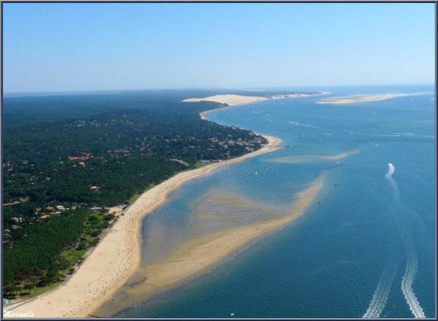 Une partie du Bassin d'Arcachon vu du ciel :  le rivage d'Arcachon avec Péreire et Le Moulleau puis Dune du Pyla