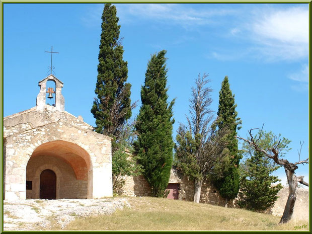 La chapelle Sainte Sixte à la sortie du village d'Eygalières dans les Alpilles, Bouches du Rhône