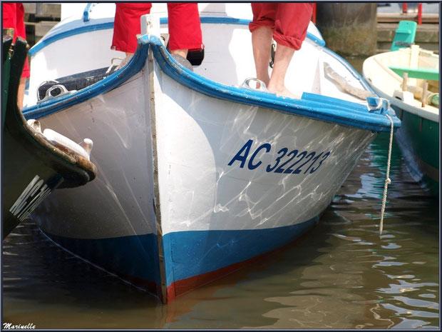 Pinasses et pinassote revenant de la pêche à la sardine en train d'accoster - Fête du Retour de la Pêche à la Sardine 2014 à Gujan-Mestras, Bassin d'Arcachon (33)