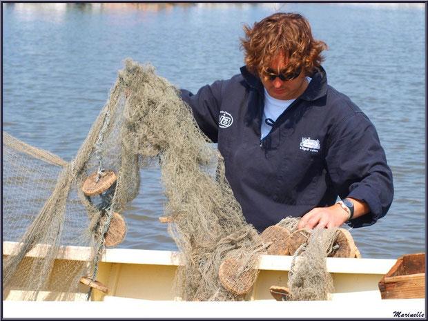 Déchargement des filets pour mise en ballots - Fête du Retour de la Pêche à la Sardine 2014 à Gujan-Mestras, Bassin d'Arcachon (33)