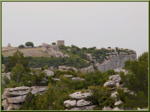 Moulin à vent, monument de Charloun Rieu et plan Dalle, Château des Baux-de-Provence, Alpilles (13)
