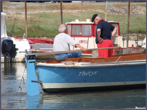 Pinasse et marins sur le départ pour la pêche à la sardine - Fête du Retour de la Pêche à la Sardine 2014 à Gujan-Mestras, Bassin d'Arcachon (33)