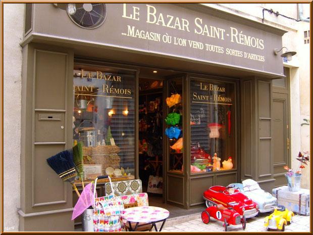Bazar chic dans une ruelle à Saint Rémy de Provence, Alpilles (13)