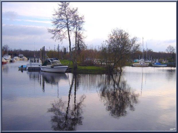 Le port de Biganos et ses reflets en hiver, Bassin d'Arcachon