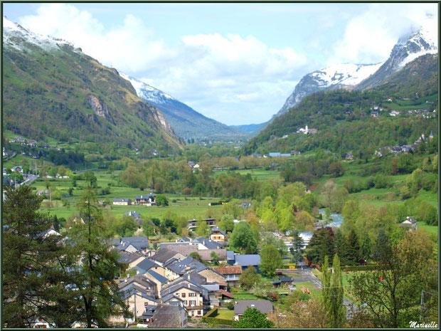 Le village de Laruns au pied des Pyrénées, Vallée d'Ossau (64)