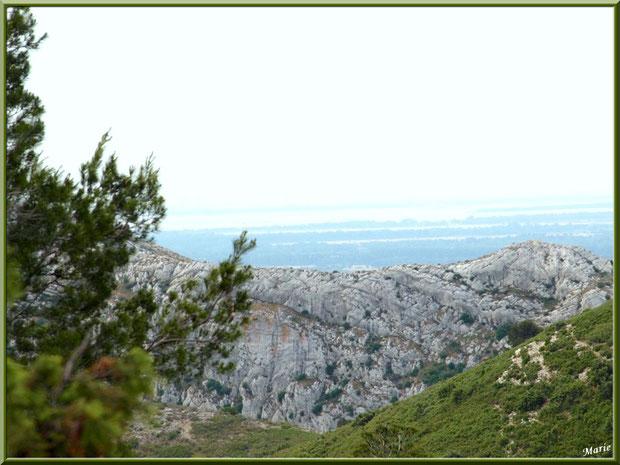 Vue panoramique depuis les hauteurs du massif de La Caume dans les Alpilles, Bouches du Rhône