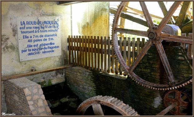 """La roue et les engrenages du moulin à papier """"Vallis Clausa"""", Fontaine de Vaucluse, Pays de La Sorgue, Vaucluse (84)"""