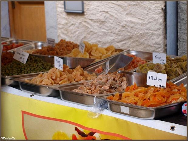 Etal fruits confits, Fête au Fromage, Hera deu Hromatge, à Laruns en Vallée d'Ossau (64)