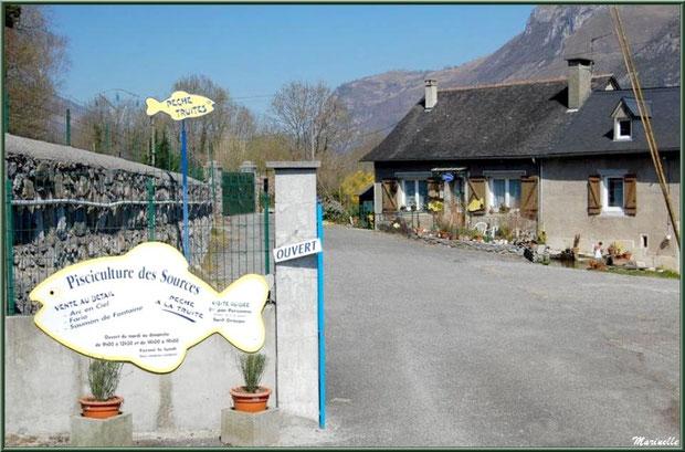 Entrée de la Pisciculture des Sources à Laruns, Vallée d'Ossau (64)