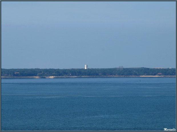 """Le sémaphore du Cap Ferret vue depuis le lieu-dit """"La Corniche"""" à Pyla-sur-Mer, Bassin d'Arcachon"""