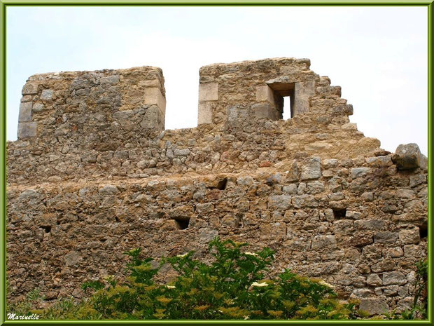 Ruines du château féodal, village d'Oppède-le-Vieux, Lubéron (84)