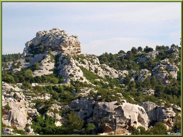 Vue sur les Alpilles depuis l'esplanade du château, Château des Baux-de-Provence, Alpilles (13)