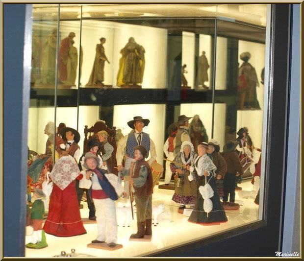 Musée des Santons, Baux-de-Provence, Apilles (13) : santons de divers santonniers